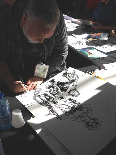 Olivier Vatine signant mon dessin
